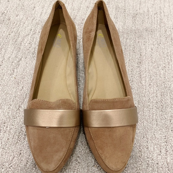 e360 Easy spirit suede tan & rose gold flats sz8.5